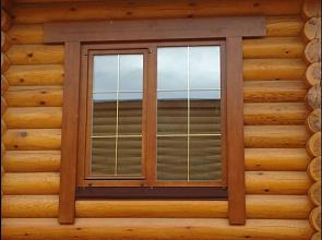 Деревянное окно для частного дома